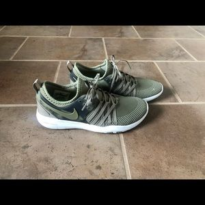 Nike shoes olive green size 7 new
